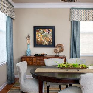 ニューアークの小さいトラディショナルスタイルのおしゃれな独立型ダイニング (ベージュの壁、無垢フローリング、暖炉なし、青いカーテン、ベージュの天井) の写真