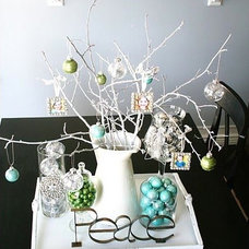 Contemporary Dining Room Small Ornament Centerpiece