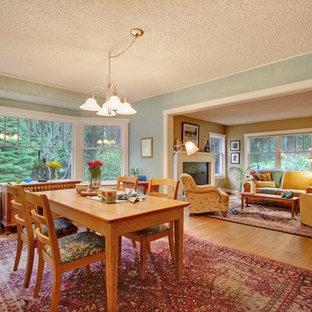 Неиссякаемый источник вдохновения для домашнего уюта: столовая в стиле кантри с зелеными стенами и коричневым полом