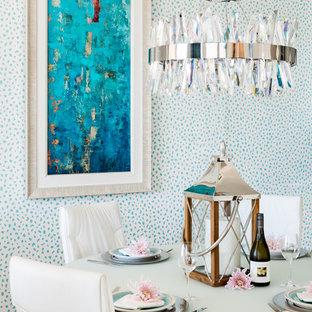 Imagen de comedor de cocina contemporáneo, pequeño, con suelo de baldosas de porcelana y suelo beige