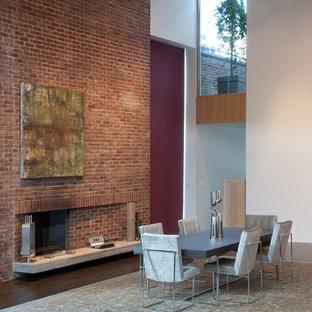 Imagen de comedor de cocina actual, extra grande, con paredes blancas, suelo de madera oscura, chimenea tradicional y marco de chimenea de ladrillo