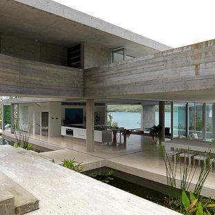 Idéer för mycket stora industriella matplatser med öppen planlösning, med grå väggar, betonggolv och beiget golv