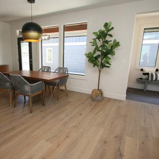 Идея дизайна: гостиная-столовая среднего размера в стиле современная классика с белыми стенами, светлым паркетным полом, горизонтальным камином, фасадом камина из каменной кладки и серым полом