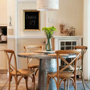 Неиссякаемый источник вдохновения для домашнего уюта: столовая в стиле современная классика с белыми стенами
