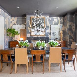 Idéer för en stor klassisk separat matplats, med en standard öppen spis, en spiselkrans i sten, beiget golv, flerfärgade väggar och heltäckningsmatta