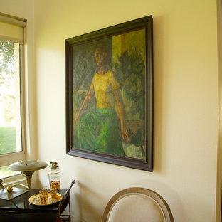 サンフランシスコの中くらいのミッドセンチュリースタイルのおしゃれなダイニングキッチン (白い壁、淡色無垢フローリング、暖炉なし) の写真