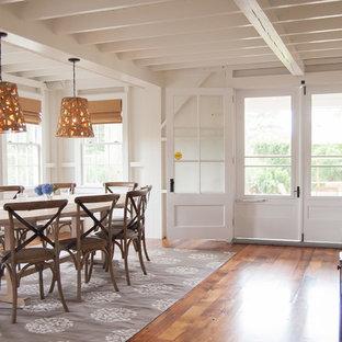 Foto de comedor marinero, grande, cerrado, sin chimenea, con paredes blancas y suelo de madera en tonos medios