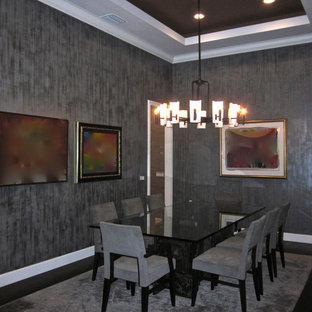 Idee per un'ampia sala da pranzo aperta verso la cucina design con pareti con effetto metallico e parquet scuro