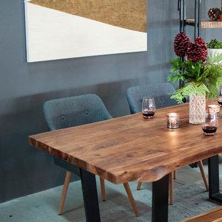 Diseño de comedor rural, pequeño, abierto, sin chimenea, con paredes grises, suelo de cemento y suelo gris