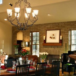 フェニックスの巨大なサンタフェスタイルのおしゃれなLDK (ベージュの壁、無垢フローリング、標準型暖炉、レンガの暖炉まわり) の写真