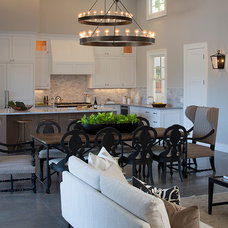Farmhouse Family Room by Artistic Designs for Living, Tineke Triggs