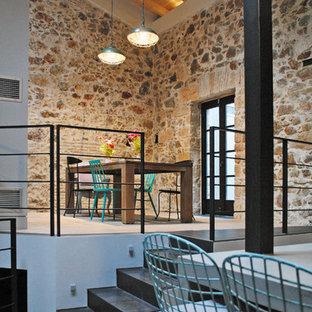 Foto de comedor industrial, cerrado, con suelo de cemento