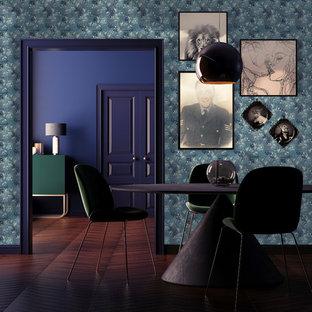 Свежая идея для дизайна: отдельная столовая среднего размера в викторианском стиле с синими стенами, темным паркетным полом и коричневым полом - отличное фото интерьера
