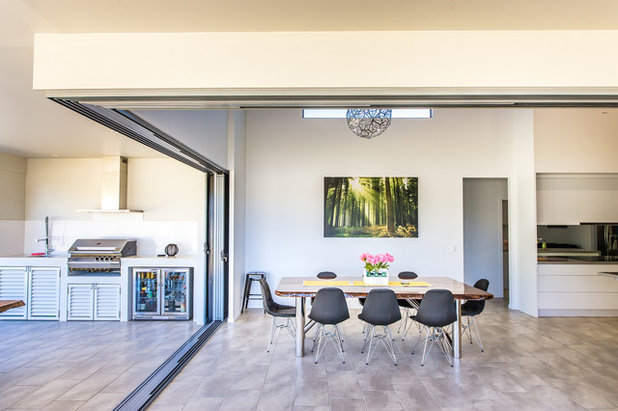 Modern Dining Room by Capricorn Engineering & Drafting Services