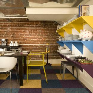 Foto de comedor industrial con suelo de corcho y suelo multicolor