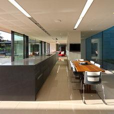 Contemporary Dining Room by Nicolas Tye Architects