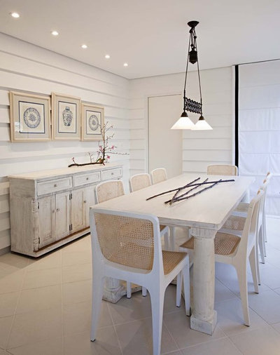 Shabby-chic Style Dining Room by Studio Marcelo Brito