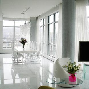 Esempio di un'ampia sala da pranzo aperta verso la cucina contemporanea con pareti bianche, pavimento con piastrelle in ceramica e pavimento bianco