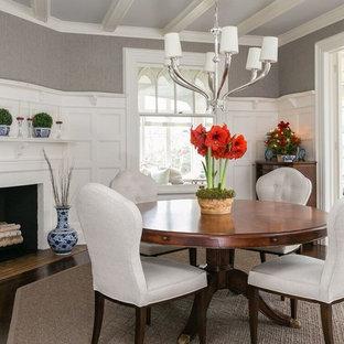 Ispirazione per una sala da pranzo classica chiusa con pareti grigie, parquet scuro e camino ad angolo