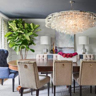 Idée de décoration pour une salle à manger tradition avec un mur gris.