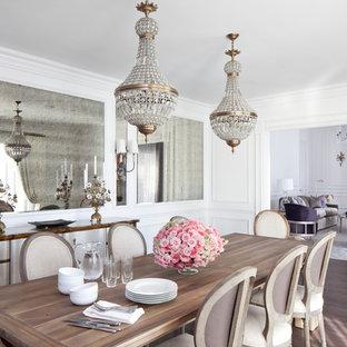 Geschlossenes, Mittelgroßes Shabby-Style Esszimmer ohne Kamin mit weißer Wandfarbe, dunklem Holzboden und braunem Boden in Los Angeles