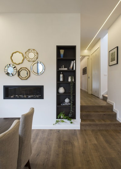 Modern Dining Room by White Pebble Interiors