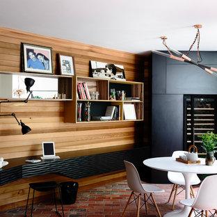 Foto de comedor de cocina bohemio, de tamaño medio, con paredes negras y suelo de ladrillo
