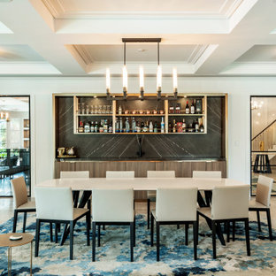 Неиссякаемый источник вдохновения для домашнего уюта: столовая в современном стиле с белыми стенами, коричневым полом, кессонным потолком и панелями на части стены