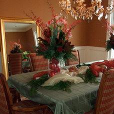 Traditional Dining Room by Leslie Hollander