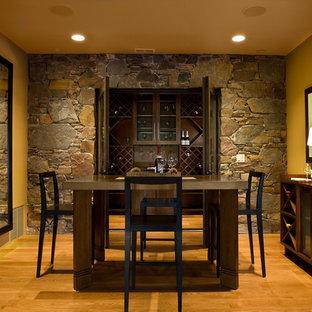 Foto di una sala da pranzo stile rurale con pareti gialle