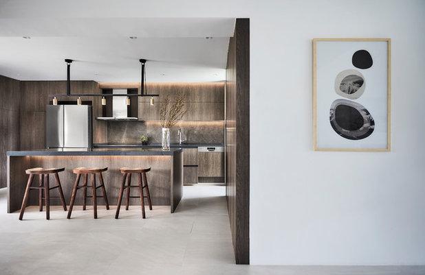 Modern Dining Room by Icon Interior Design Pte Ltd