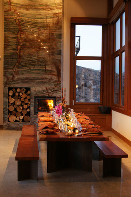 Wonderful Fireplaces In The Dining Room For Cozy And Warm: Great Seating: Cozy Up To The Fireplace