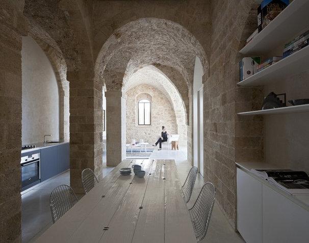 Modern Dining Room by Pitsou Kedem Architect