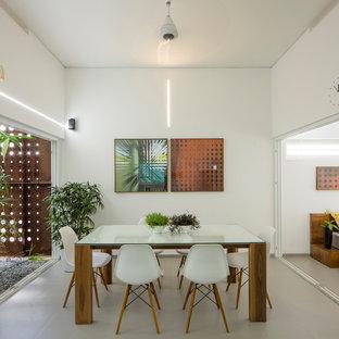Inspiration för en mellanstor funkis matplats, med vita väggar, klinkergolv i keramik och beiget golv