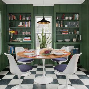 Foto de comedor de cocina bohemio con paredes verdes y suelo multicolor