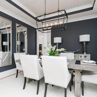 Imagen de comedor machihembrado, clásico renovado, de tamaño medio, cerrado, sin chimenea, con paredes negras, suelo de madera en tonos medios y suelo marrón