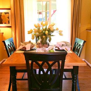 Inspiration för ett litet vintage kök med matplats, med gula väggar och mellanmörkt trägolv