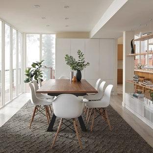 シアトルの中サイズのコンテンポラリースタイルのおしゃれなダイニングキッチン (ベージュの壁、クッションフロア、グレーの床、暖炉なし) の写真