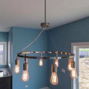 Свежая идея для дизайна: кухня-столовая среднего размера в стиле кантри с синими стенами, полом из керамической плитки и серым полом - отличное фото интерьера