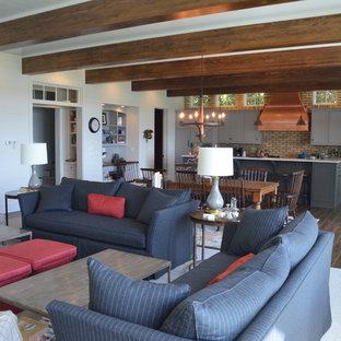 他の地域の中サイズのトランジショナルスタイルのおしゃれなダイニングキッチン (セラミックタイルの床、標準型暖炉、石材の暖炉まわり、白い壁、茶色い床) の写真