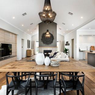 Свежая идея для дизайна: большая гостиная-столовая в стиле современная классика с двусторонним камином, фасадом камина из плитки, белыми стенами и светлым паркетным полом - отличное фото интерьера