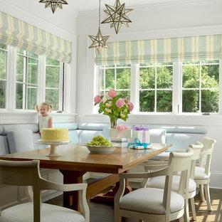 Неиссякаемый источник вдохновения для домашнего уюта: столовая в классическом стиле с белыми стенами и темным паркетным полом