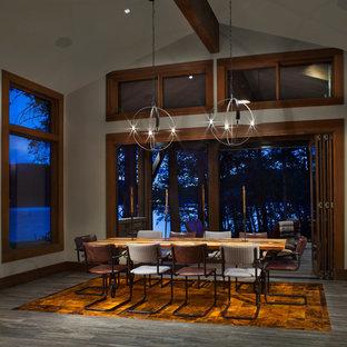 Diseño de comedor rural, de tamaño medio, cerrado, sin chimenea, con paredes blancas, suelo laminado y suelo gris