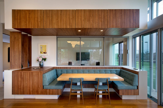 Contemporary Dining Room by Paul Uhlmann Architects
