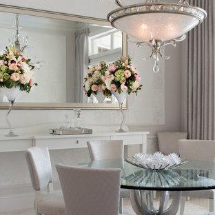 Idée de décoration pour une salle à manger tradition fermée et de taille moyenne avec un mur beige et un sol en marbre.