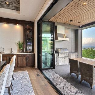 Esempio di un'ampia sala da pranzo aperta verso il soggiorno design con pareti beige, pavimento in legno massello medio, camino lineare Ribbon, cornice del camino piastrellata e pavimento beige