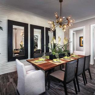 Ispirazione per una grande sala da pranzo design chiusa con pareti grigie, pavimento in gres porcellanato e nessun camino