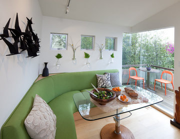 Tiny house: Flexible use dining and entry area by Kimball Starr Interior