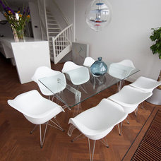 Modern Dining Room by Damian Zarebski