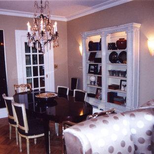 Imagen de comedor clásico, pequeño, con paredes beige y suelo de madera en tonos medios
